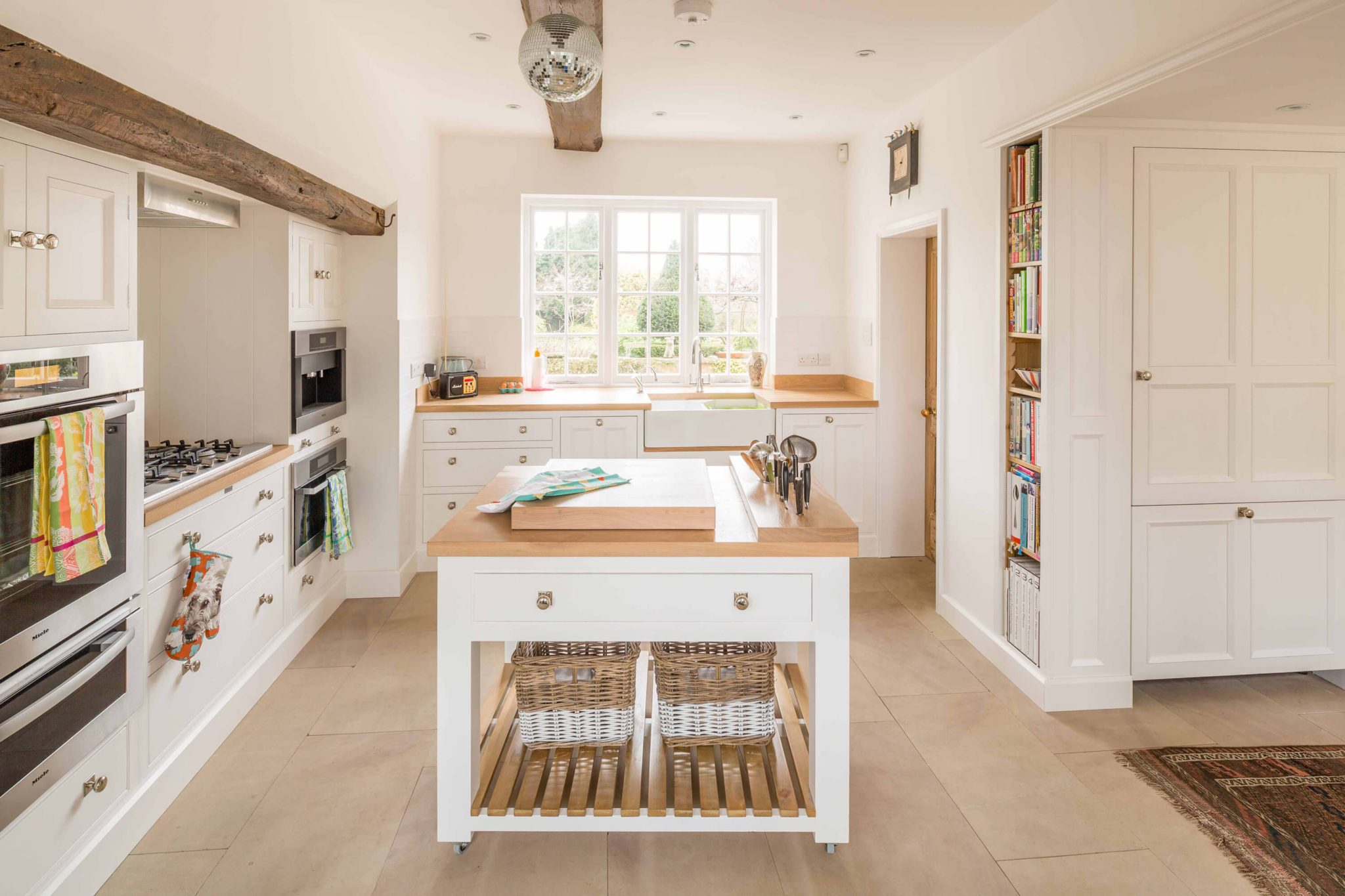 White Kitchen Clean - Hill Farm Furniture