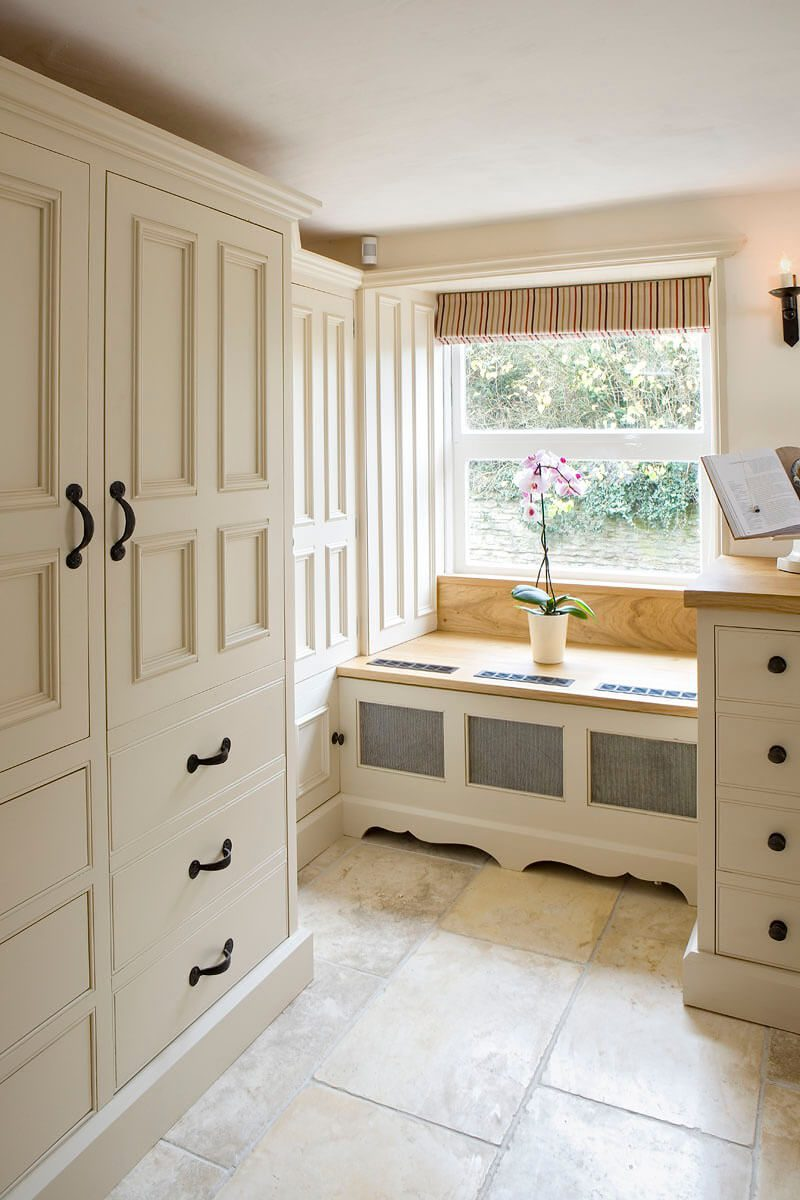 Bespoke kitchen from cabinet maker - Hill Farm Furniture